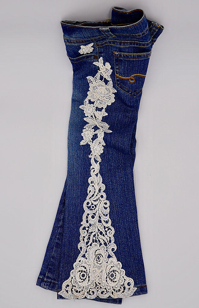 Freestanding lace on jeans