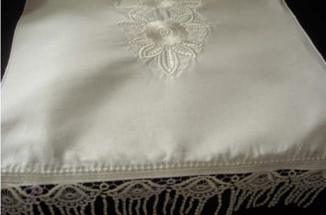 freestanding continuous lace